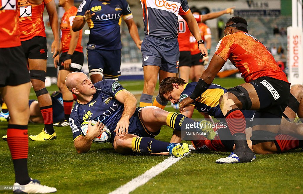 <a gi-track='captionPersonalityLinkClicked' href=/galleries/search?phrase=Stephen+Moore+-+Rugbyspelare&family=editorial&specificpeople=227293 ng-click='$event.stopPropagation()'>Stephen Moore</a> of the Brumbies scores a try during the round 14 Super Rugby match between the Brumbies and the Sunwolves at GIO Stadium on May 28, 2016 in Canberra, Australia.
