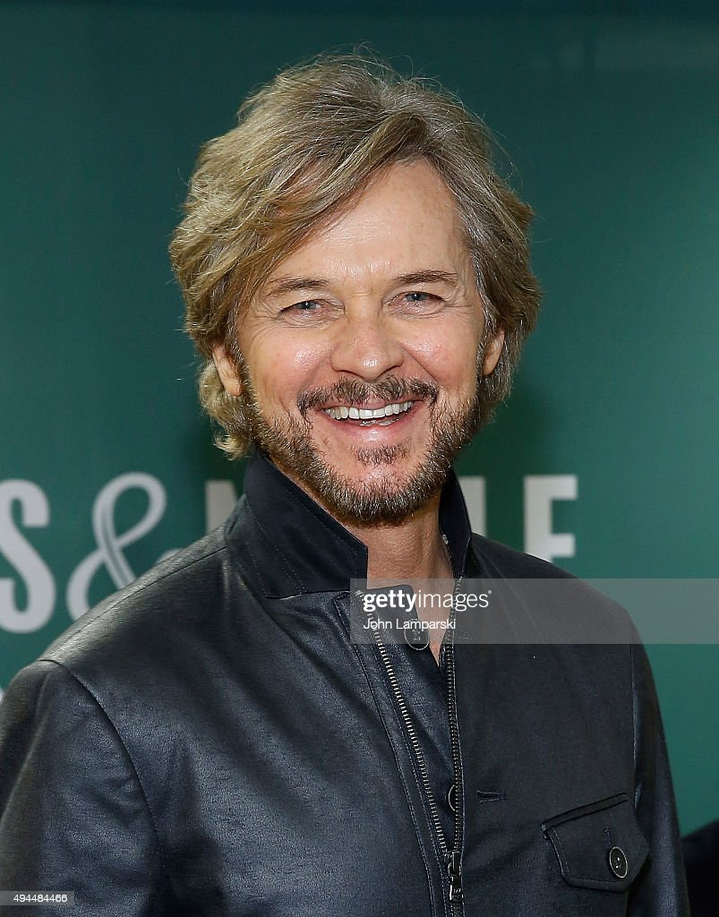 Stephen Nichols of the cast of 'Days Of Our Lives' visits Barnes & Noble - stephen-nichols-of-the-cast-of-days-of-our-lives-visits-barnes-noble-picture-id494484466