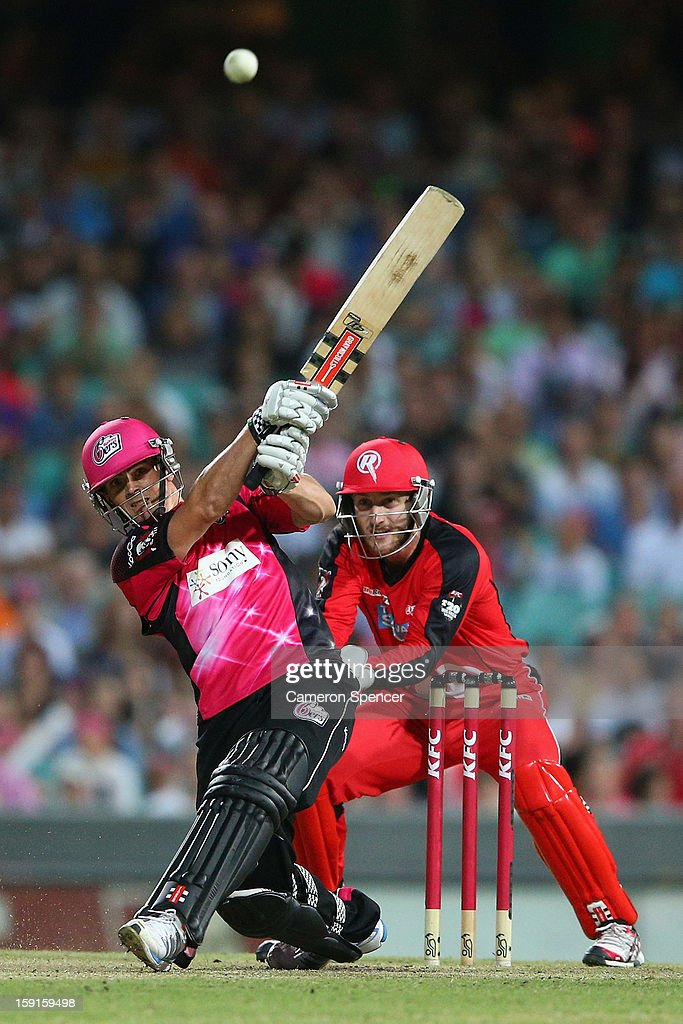 Stephen O'Keefe of the Sixers bats during the Big Bash League match between the Sydney Sixers and the Melbourne Renegades at SCG on January 9, 2013 in Sydney, Australia.
