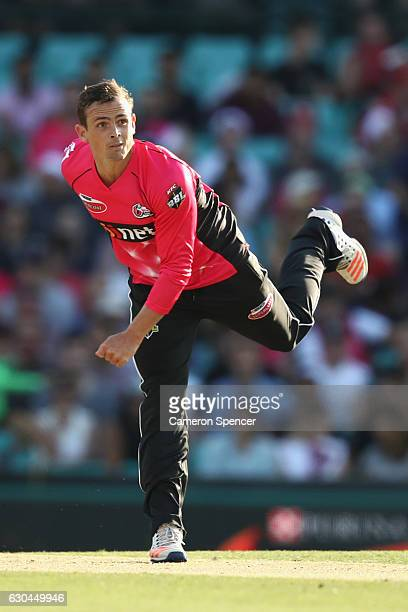 Stephen O'Keefe of the Sixers bowls during the Big Bash League match between the Sydney Sixers and Hobart Hurricanes at Sydney Cricket Ground on...