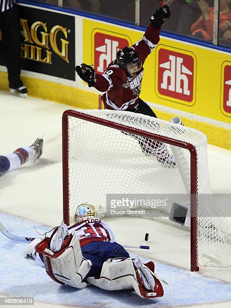Stephen Pierog of the Guelph Storm scores a first period goal against Tristan Jarry of the Edmonton Oil Kings during the first period during the 2014...