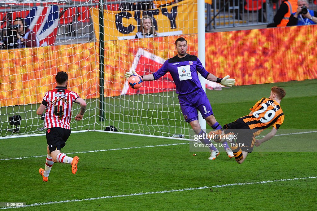 Stephen Quinn of Hull City scores their fourth goal during the FA Cup Semi-Final match between Hull City and Sheffield United at Wembley Stadium on April 13, 2014 in London, England.