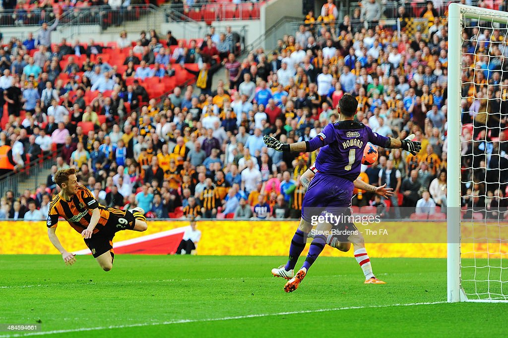 Stephen Quinn (L) of Hull City scores their fourth goal during the FA Cup Semi-Final match between Hull City and Sheffield United at Wembley Stadium on April 13, 2014 in London, England.