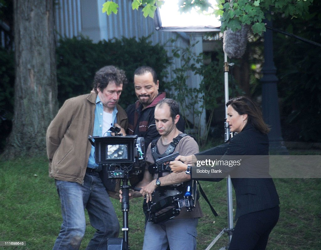 Stephen Rea IceT and Mariska Hargitay on the set of 'Law Order SVU' on August 4 2009 in Bayonne New Jersey