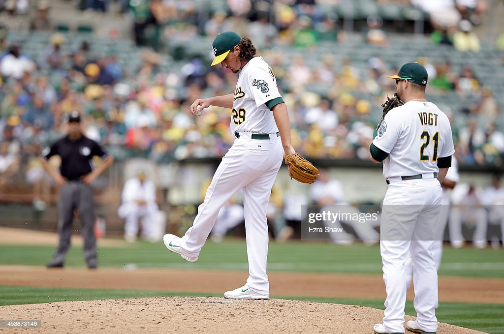 <a gi-track='captionPersonalityLinkClicked' href=/galleries/search?phrase=Stephen+Vogt&family=editorial&specificpeople=7511888 ng-click='$event.stopPropagation()'>Stephen Vogt</a> #21 of the Oakland Athletics looks on as <a gi-track='captionPersonalityLinkClicked' href=/galleries/search?phrase=Jeff+Samardzija&family=editorial&specificpeople=2106748 ng-click='$event.stopPropagation()'>Jeff Samardzija</a> #29 reacts after he threw a wild pitch that scored Curtis Granderson #3 of the New York Mets in the third inning in at O.co Coliseum on August 20, 2014 in Oakland, California.