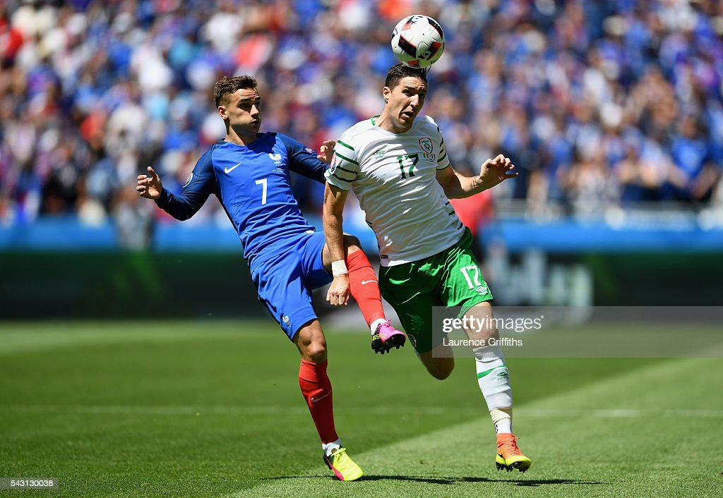 <a gi-track='captionPersonalityLinkClicked' href=/galleries/search?phrase=Stephen+Ward+-+Soccer+Player&family=editorial&specificpeople=13503310 ng-click='$event.stopPropagation()'>Stephen Ward</a> of Republic of Ireland and <a gi-track='captionPersonalityLinkClicked' href=/galleries/search?phrase=Antoine+Griezmann&family=editorial&specificpeople=7197539 ng-click='$event.stopPropagation()'>Antoine Griezmann</a> of France compete for the ball during the UEFA EURO 2016 round of 16 match between France and Republic of Ireland at Stade des Lumieres on June 26, 2016 in Lyon, France.