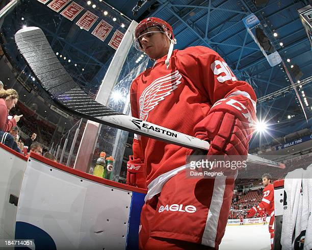 Stephen Weiss of the Detroit Red Wings leaves the ice after pregame warmups before a NHL game against the Columbus Blue Jackets at Joe Louis Arena on...