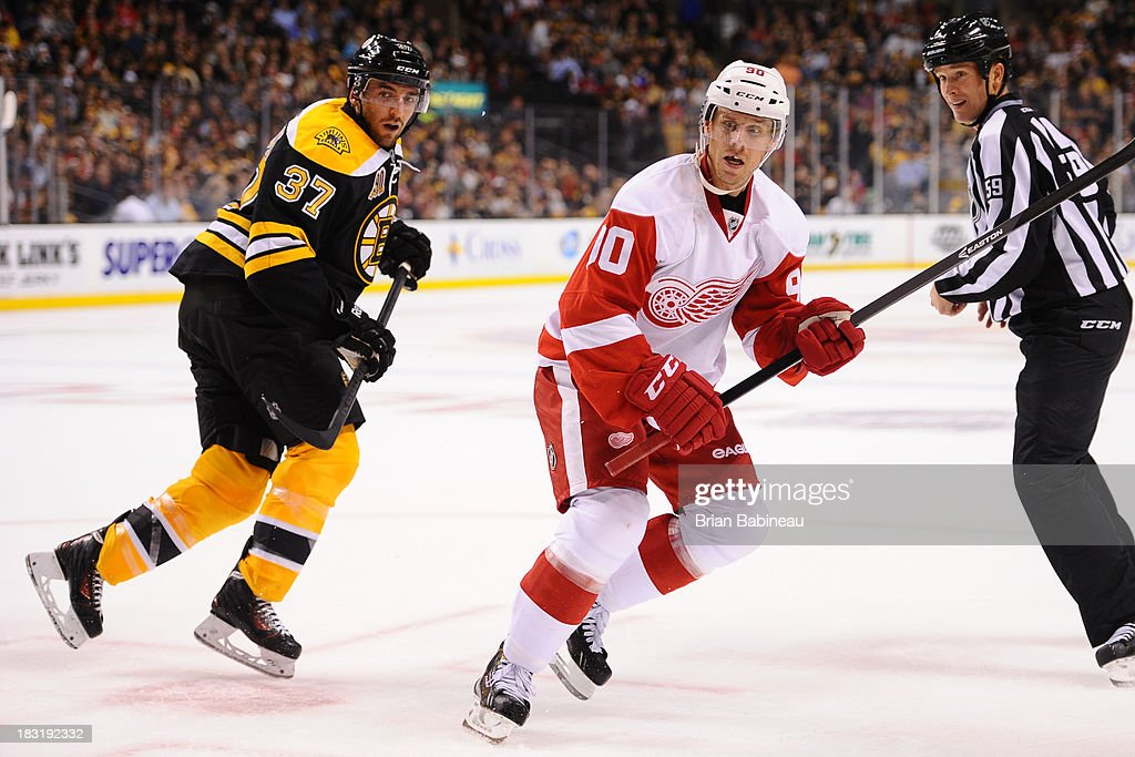 Stephen Weiss #90 of the Detroit Red Wings skates against <a gi-track='captionPersonalityLinkClicked' href=/galleries/search?phrase=Patrice+Bergeron&family=editorial&specificpeople=204162 ng-click='$event.stopPropagation()'>Patrice Bergeron</a> #37 of the Boston Bruins at the TD Garden on October 5, 2013 in Boston, Massachusetts.