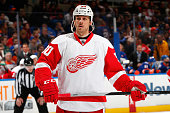Stephen Weiss of the Detroit Red Wings skates against the New York Islanders at Nassau Veterans Memorial Coliseum on March 29 2015 in Uniondale New...