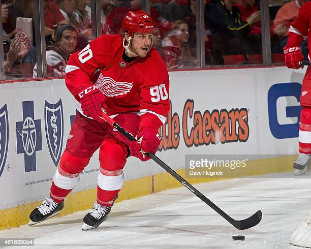 Stephen Weiss of the Detroit Red Wings skates around the net with the puck during a NHL game against the Buffalo Sabres on January 18 2015 at Joe...