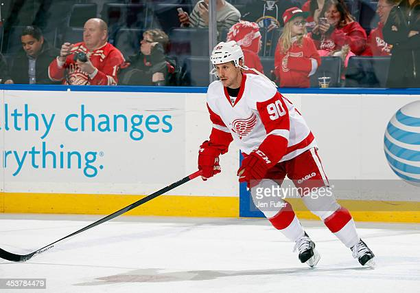 Stephen Weiss of the Detroit Red Wings warms up to play the Buffalo Sabres at First Niagara Center on November 24 2013 in Buffalo New York