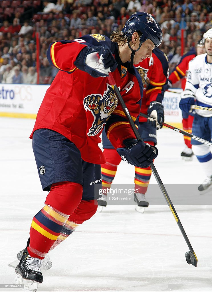 Stephen Weiss #9 of the Florida Panthers controls the puck against the Tampa Bay Lightning at the BB&T Center on February 16, 2013 in Sunrise, Florida.