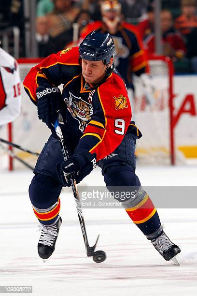 Stephen Weiss of the Florida Panthers skates with the puck against the Washington Capitals at the BankAtlantic Center on March 6 2011 in Sunrise...