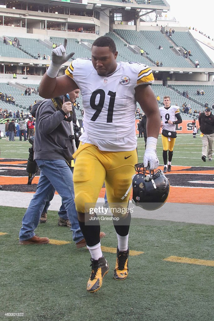 <a gi-track='captionPersonalityLinkClicked' href=/galleries/search?phrase=Stephon+Tuitt&family=editorial&specificpeople=8563449 ng-click='$event.stopPropagation()'>Stephon Tuitt</a> #91 of the Pittsburgh Steelers celebrates a victory during the game against the Cincinnati Bengals at Paul Brown Stadium on December 7, 2014 in Cincinnati, Ohio. The Steelers defeated the Bengals 42 - 21.