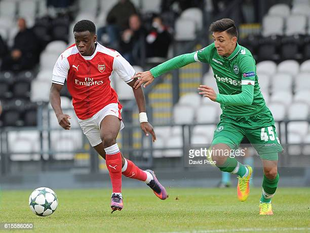 Stephy Mavididi of Arsenal takes on Ivaylo Klimentov of Ludogorets the match between Arsenal and Ludogorets Razgrad in the UEFA Youth League at...