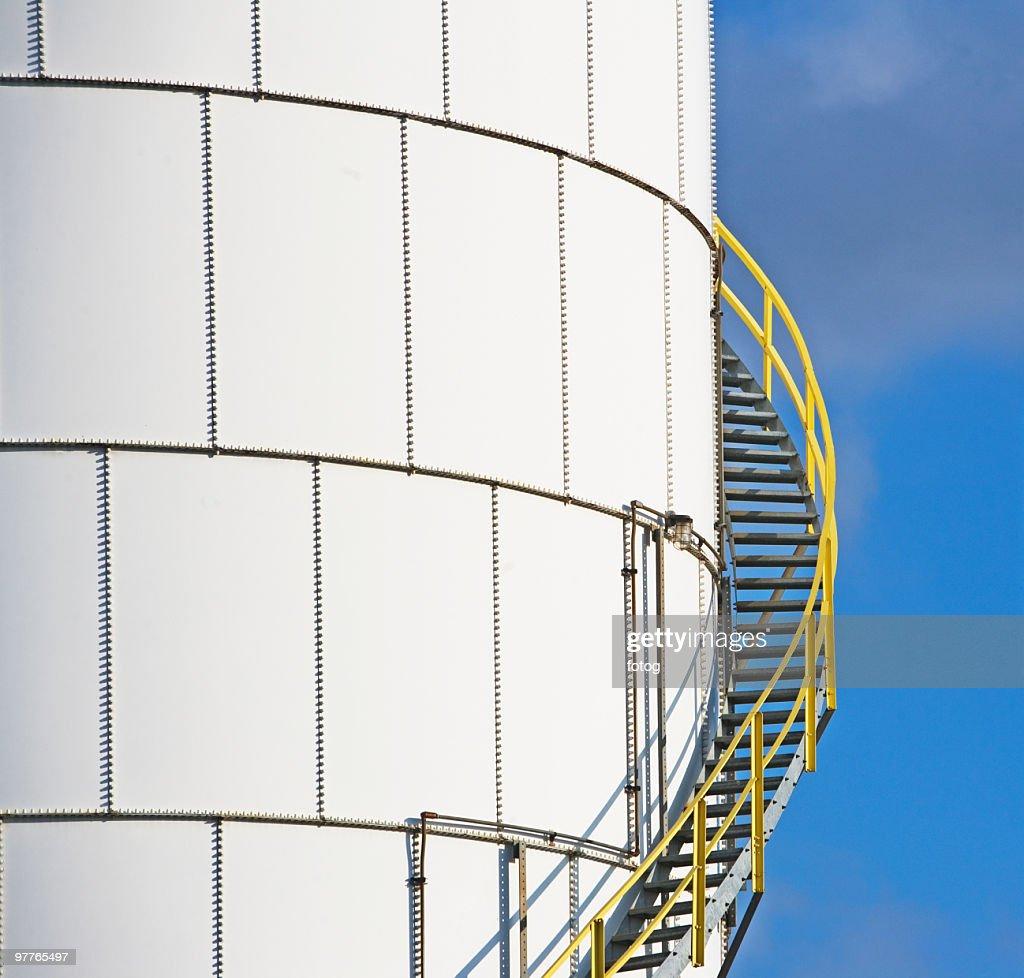 Steps on oil tank
