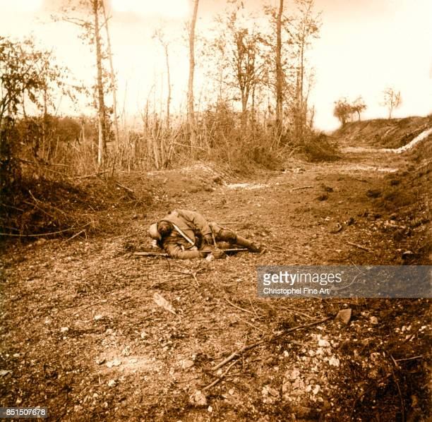 Stereoscopic Glass Plate Chemin des Dames corpse of French soldier Private Collection