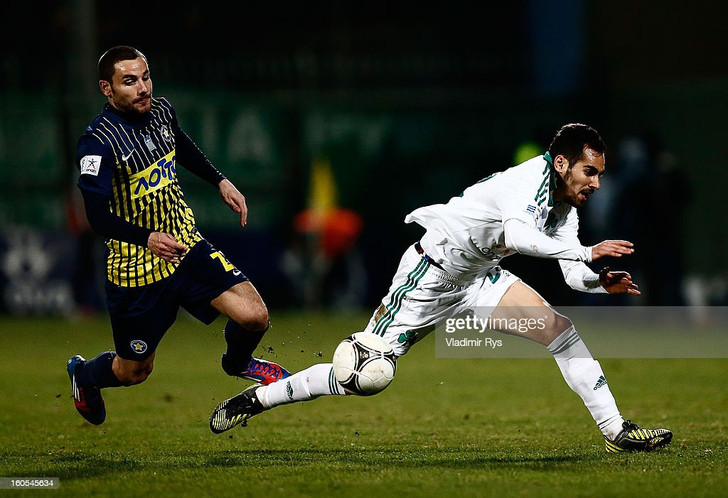 Stergos Marinos of Panathinaikos (R) and Ximo Navaro of Tripolis in action during the Superleague match between Asteras Tripolis and Panathinaikos FC at Asteras Tripolis Stadium on February 2, 2013 in Tripolis, Greece.
