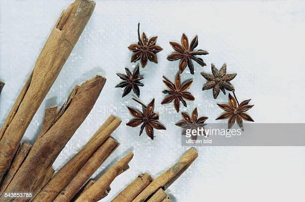 Sternanis und Zimtstangen Diese Gewürze werden gerne für Weihnachtsgebäck verwendet Weihnachtsbacken