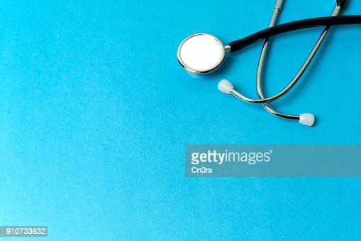Stéthoscope sur fond bleu avec espace copie : Photo