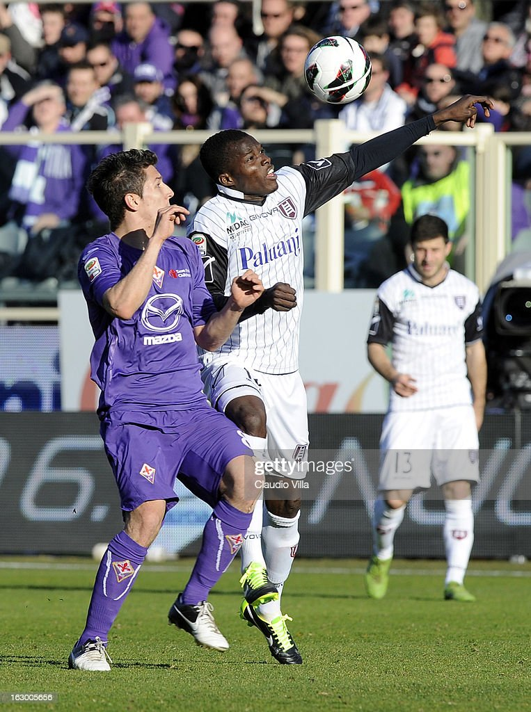 Stevan Jovetic of ACF Fiorentina (L) and Isaac Cofie of AC Chievo Verona compete for the ball during the Serie A match between ACF Fiorentina and AC Chievo Verona at Stadio Artemio Franchi on March 3, 2013 in Florence, Italy.