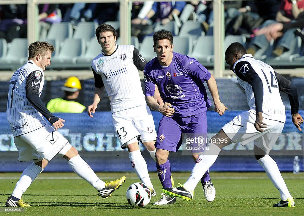 Stevan Jovetic (C) of ACF Fiorentina vies with Felipe Seymour (L) and Isaac Cofie (R)of AC Chievo Verona during the Serie A match between ACF Fiorentina and AC Chievo Verona at Stadio Artemio Franchi on March 3, 2013 in Florence, Italy.
