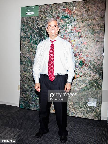 Steve adler stock photos and pictures getty images for Stufe adler