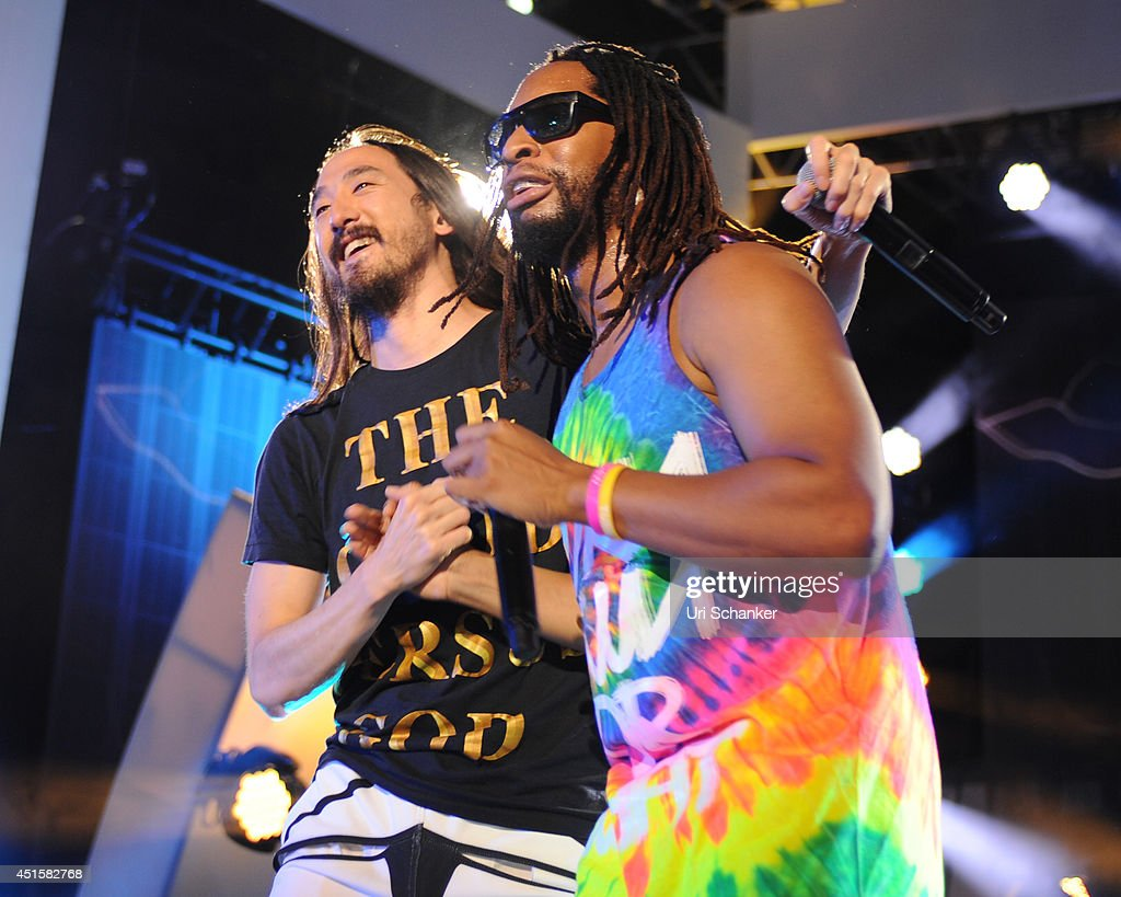 Steve Aoki and Lil Jon perform during the iHeartRadio Ultimate Pool Party Presented By VISIT FLORIDA At Fontainebleau's BleauLive at Fontainebleau Miami Beach on June 27, 2014 in Miami Beach, Florida.
