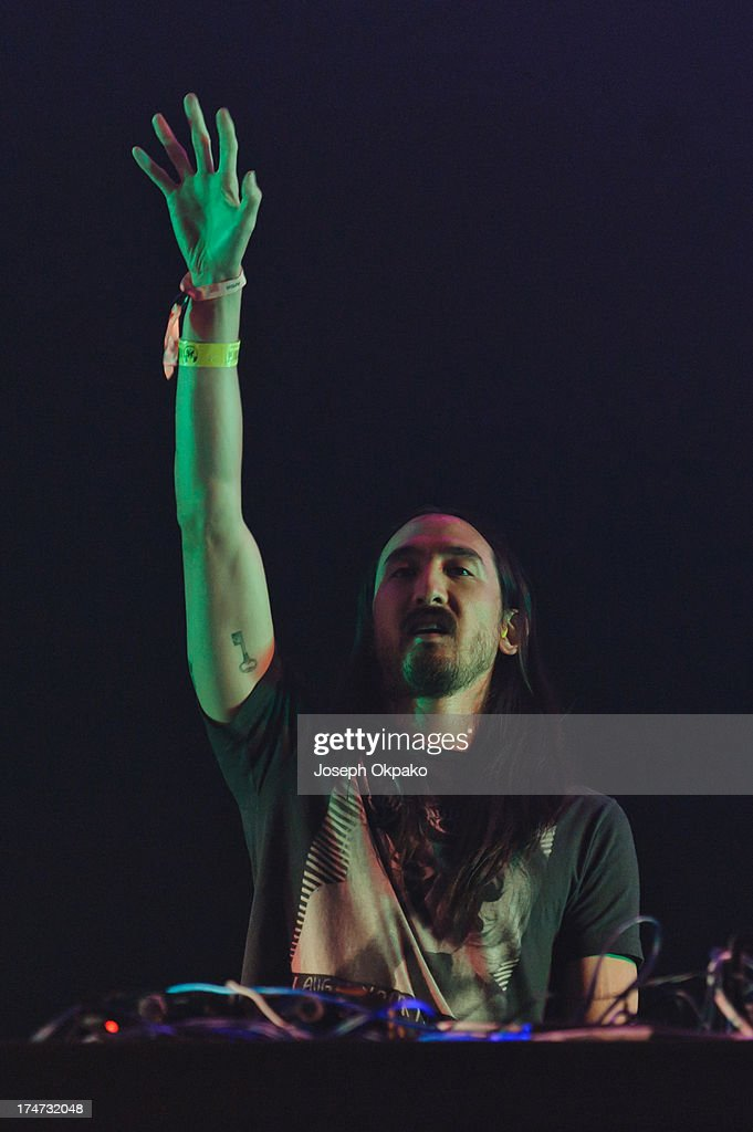 <a gi-track='captionPersonalityLinkClicked' href=/galleries/search?phrase=Steve+Aoki&family=editorial&specificpeople=732001 ng-click='$event.stopPropagation()'>Steve Aoki</a> performs at Day 2 of Global Gathering at Long Marston Airfield on July 27, 2013 in Stratford-upon-Avon, England.