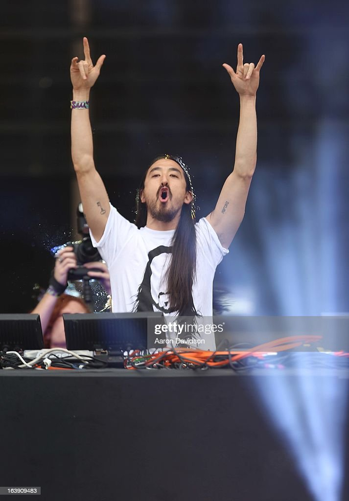 <a gi-track='captionPersonalityLinkClicked' href=/galleries/search?phrase=Steve+Aoki&family=editorial&specificpeople=732001 ng-click='$event.stopPropagation()'>Steve Aoki</a> performs at Ultra Musci Festival - Weekend 1 at Bayfront Park Amphitheater on March 17, 2013 in Miami, Florida.