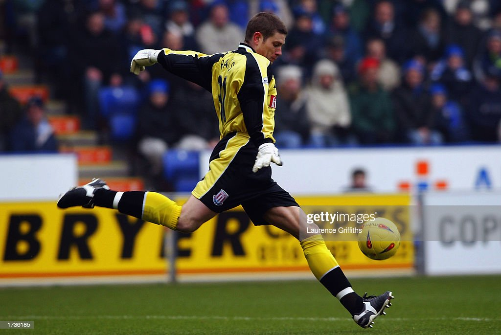 Steve Banks of Stoke City clears the ball upfield during the Nationwide League Division One match between Leicester City and Stoke City held on January 11, 2003 at the Walkers Stadium, in Leicester, England. The match ended in a 0-0 draw.
