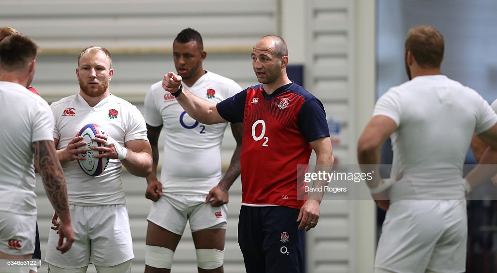 <a gi-track='captionPersonalityLinkClicked' href=/galleries/search?phrase=Steve+Borthwick&family=editorial&specificpeople=204426 ng-click='$event.stopPropagation()'>Steve Borthwick</a>, the England forwards coach issues instructions during the England training session held at Pennyhill Park on May 27, 2016 in Bagshot, England.