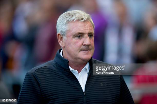 Steve Bruce manager of Aston Villa during the Sky Bet Championship match between Bristol City and Aston Villa at Ashton Gate on August 25 2017 in...