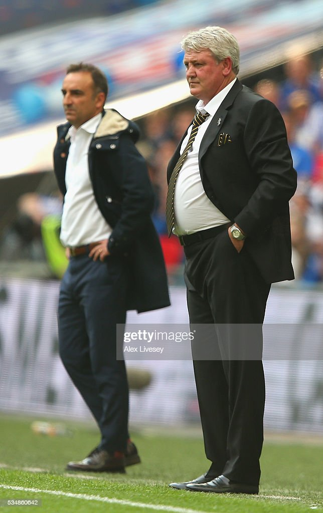 Steve Bruce, manager of Hull City looks on during Sky Bet Championship Play Off Final match between Hull City and Sheffield Wednesday at Wembley Stadium on May 28, 2016 in London, England.