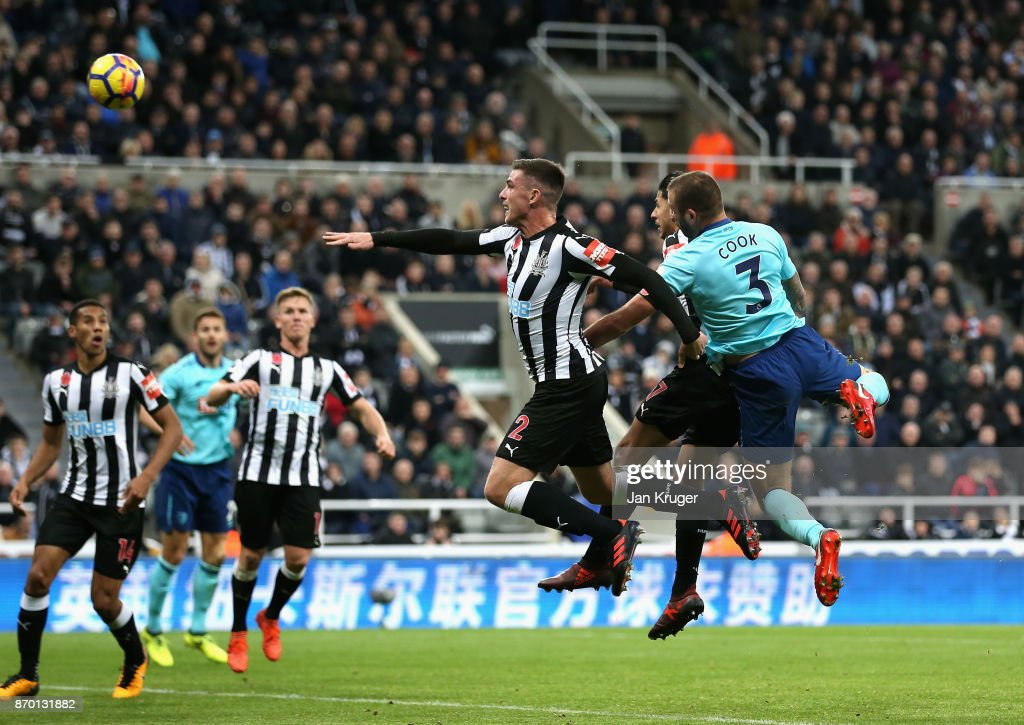 Steve Cook of AFC Bournemouth scores his sides first goal during the Premier League match between Newcastle United and AFC Bournemouth at St. James Park on November 4, 2017 in Newcastle upon Tyne, England.