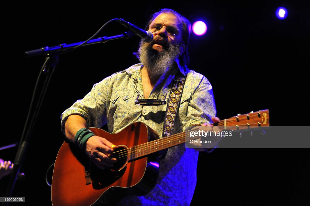 <a gi-track='captionPersonalityLinkClicked' href=/galleries/search?phrase=Steve+Earle&family=editorial&specificpeople=214591 ng-click='$event.stopPropagation()'>Steve Earle</a> performs on stage on May 21, 2013 in London, United Kingdom.