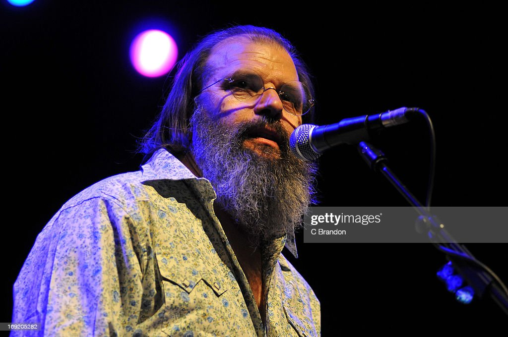 Steve Earle performs on stage on May 21, 2013 in London, United Kingdom.