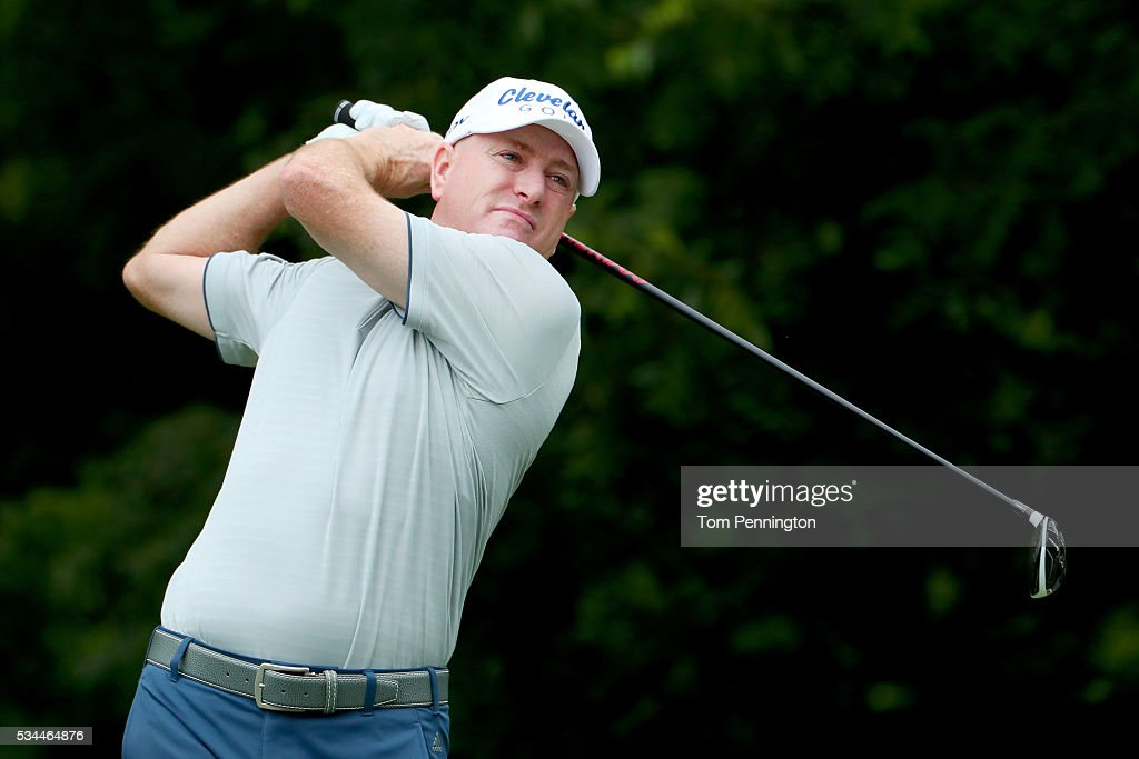 <a gi-track='captionPersonalityLinkClicked' href=/galleries/search?phrase=Steve+Flesch&family=editorial&specificpeople=214147 ng-click='$event.stopPropagation()'>Steve Flesch</a> plays his shot from the sixth tee during the First Round of the DEAN & DELUCA Invitational at Colonial Country Club on May 26, 2016 in Fort Worth, Texas.