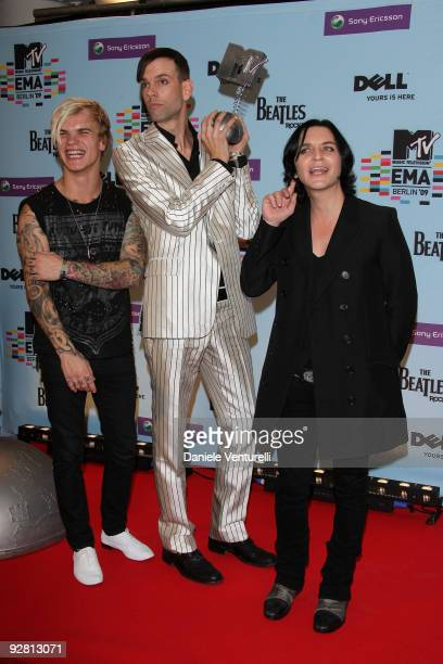 Steve Forrest Stefan Olsdal and Brian Molko of Placebo pose with the award for Best Alternative at the backstage boards during the 2009 MTV Europe...