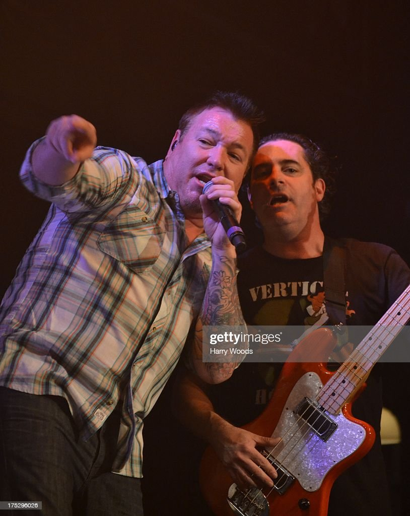 <a gi-track='captionPersonalityLinkClicked' href=/galleries/search?phrase=Steve+Harwell&family=editorial&specificpeople=225109 ng-click='$event.stopPropagation()'>Steve Harwell</a> and Paul De Lisle perform with Smash Mouth during Bud Light Music First 50/50/1 on August 1, 2013 in Hampton, New Hampshire.