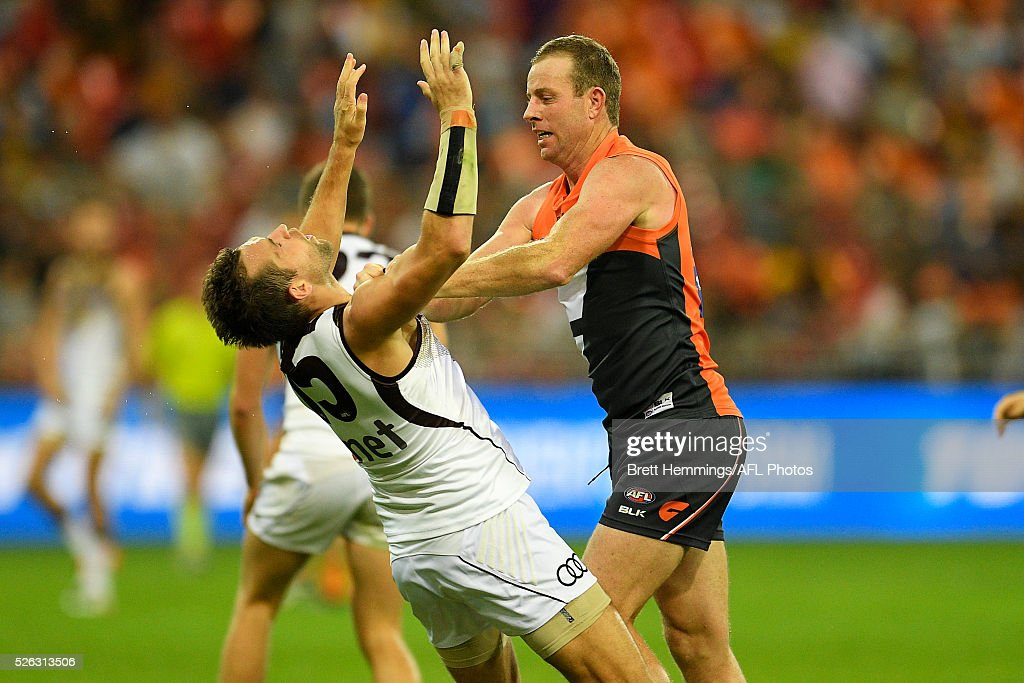 <a gi-track='captionPersonalityLinkClicked' href=/galleries/search?phrase=Steve+Johnson+-+Australian+Rules+Footballer&family=editorial&specificpeople=11430122 ng-click='$event.stopPropagation()'>Steve Johnson</a> of the Giants and <a gi-track='captionPersonalityLinkClicked' href=/galleries/search?phrase=Luke+Hodge&family=editorial&specificpeople=241521 ng-click='$event.stopPropagation()'>Luke Hodge</a> of the Hawks wrestle during the round six AFL match between the Greater Western Sydney Giants and the Hawthorn Hawks at Spotless Stadium on April 30, 2016 in Sydney, Australia.