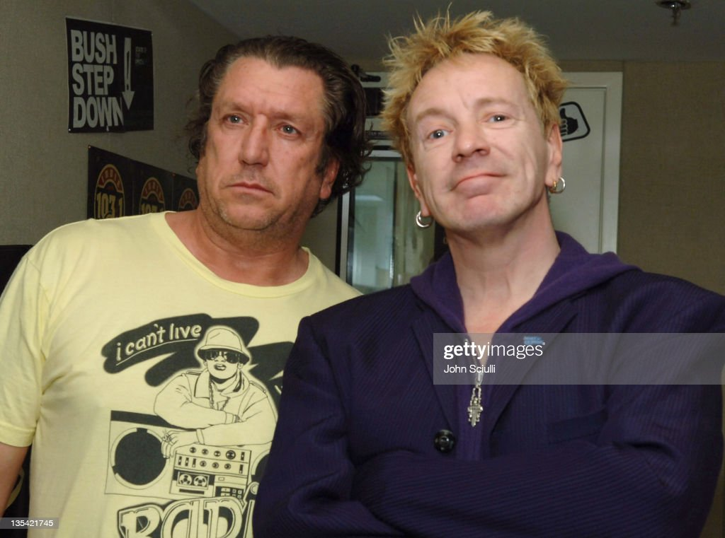 Steve Jones and <a gi-track='captionPersonalityLinkClicked' href=/galleries/search?phrase=John+Lydon&family=editorial&specificpeople=240553 ng-click='$event.stopPropagation()'>John Lydon</a> (aka Johnny Rotten) of the Sex Pistols