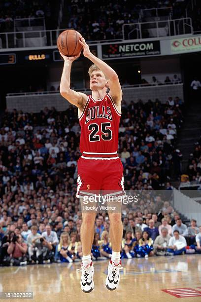 Steve Kerr of the Chicago Bulls shoots against the Golden State Warriors on January 31 1997 at San Jose Arena in San Jose California NOTE TO USER...
