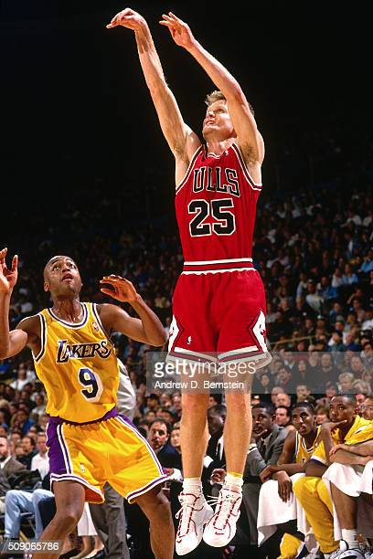 Steve Kerr of the Chicago Bulls shoots against the Los Angeles Lakers on February 2 1996 at the Great Western Forum in Inglewood California NOTE TO...