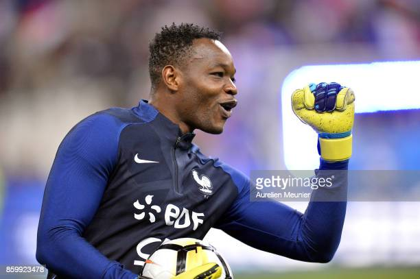 Steve Mandanda of France reacts during warmup before the FIFA 2018 World Cup Qualifier between France and Belarus at Stade de France on October 10...