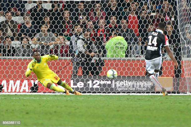 Steve Mandanda of Marseille stops the penalty kisked by Alassane Plea of Nice during the Ligue 1 match between OGC Nice and Olympique Marseille at...