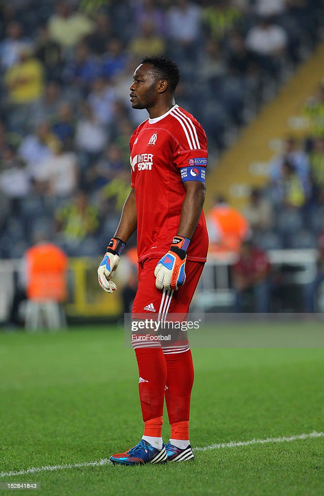 <a gi-track='captionPersonalityLinkClicked' href=/galleries/search?phrase=Steve+Mandanda&family=editorial&specificpeople=4470005 ng-click='$event.stopPropagation()'>Steve Mandanda</a> of Olympique de Marseille in action during the UEFA Europa League group stage match between Fenerbahce SK and Olympique de Marseille on September 20, 2012 at Sukru Saracoglu in Istanbul, Turkey.