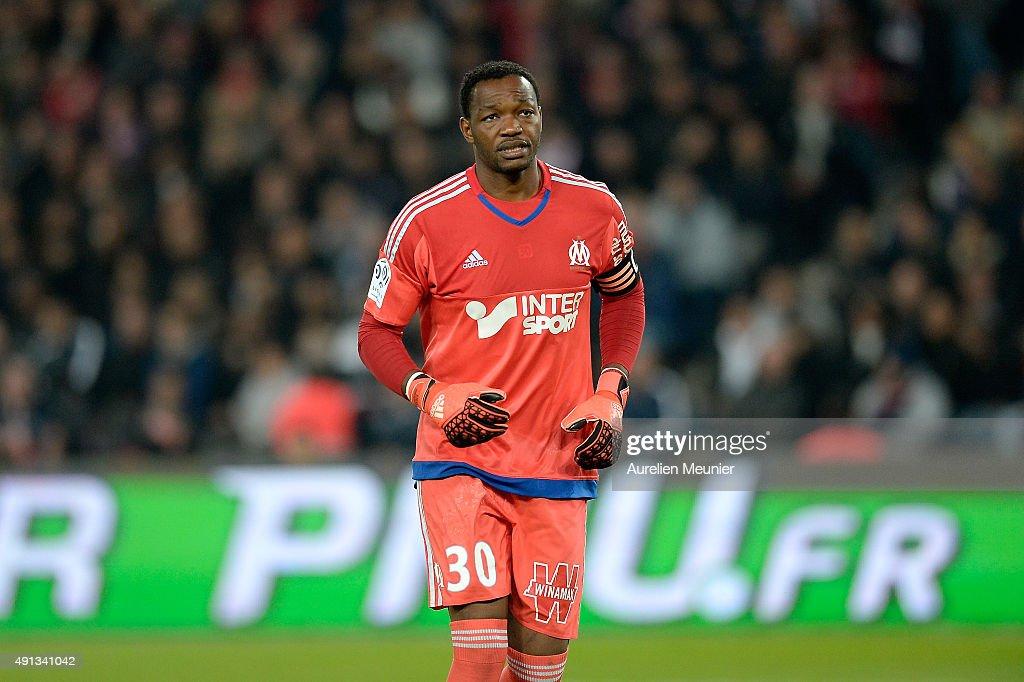 Steve Mandanda of Olympique de Marseille reacts during the Ligue 1 game between Paris SaintGermain and Olympique de Marseille at Parc des Princes on...