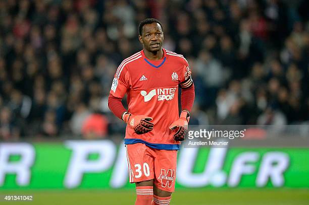 Steve Mandanda of Olympique de Marseille reacts during the Ligue 1 game between Paris SaintGermain and Olympique de Marseille at Parc des Princes on...