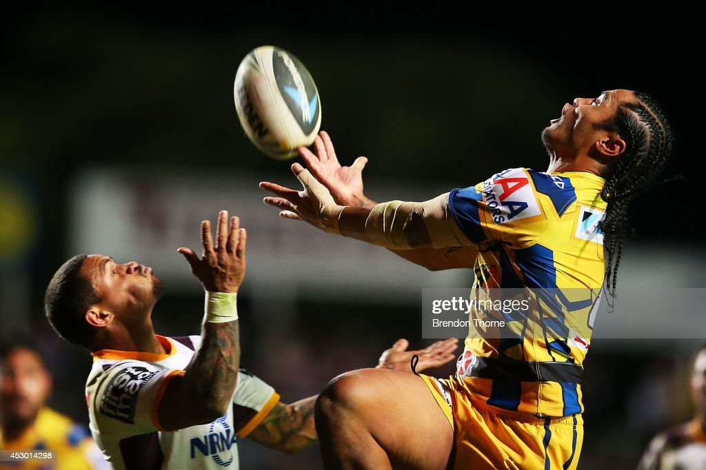 <a gi-track='captionPersonalityLinkClicked' href=/galleries/search?phrase=Steve+Matai&family=editorial&specificpeople=540251 ng-click='$event.stopPropagation()'>Steve Matai</a> of the Sea Eagles competes with Josh Hoffman of the Broncos for a high ball during the round 21 NRL match between the Manly-Warringah Sea Eagles and the Brisbane Broncos at Brookvale Oval on August 1, 2014 in Sydney, Australia.